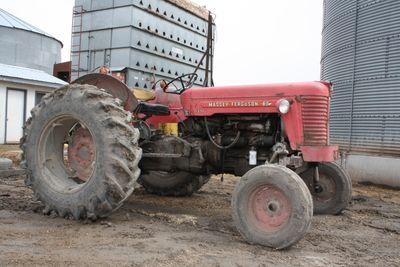 Tractor massey 123