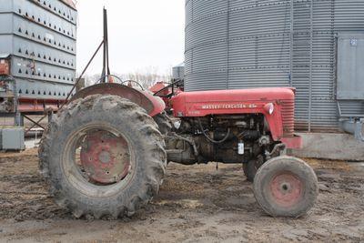 Tractor massey 124