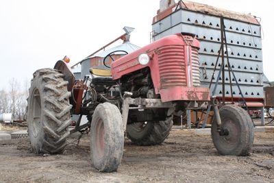 Tractor massey 122