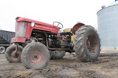 Tractor massey 126